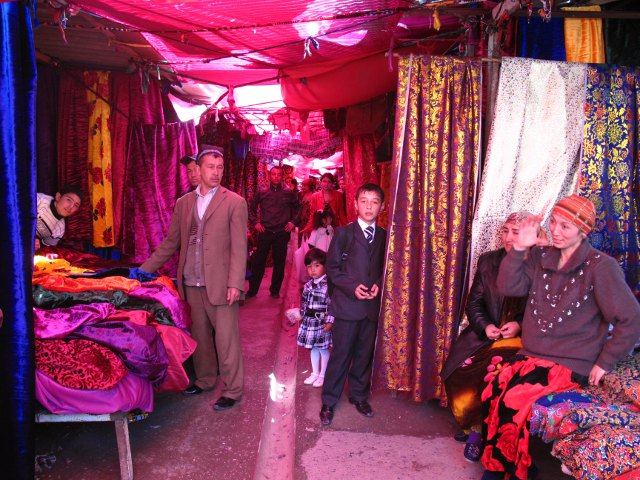 Tirgus Tadžikistānā, audumi