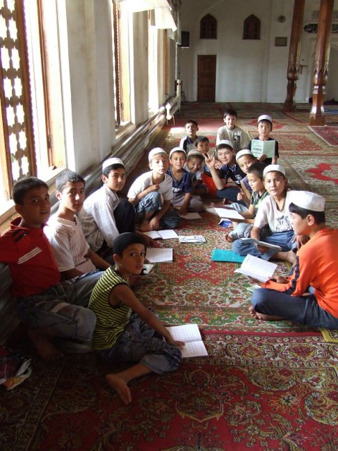 Bērni mošejā