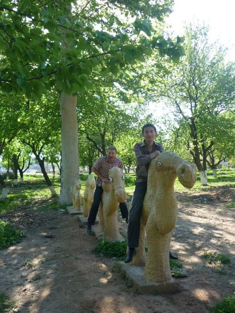 Padomju laiku atrakcijas parks ar kamieli
