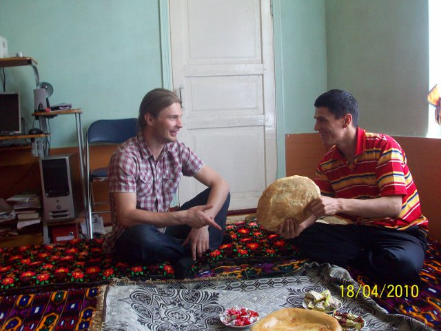 Pusdienas Tadžikistānā uz paklāja
