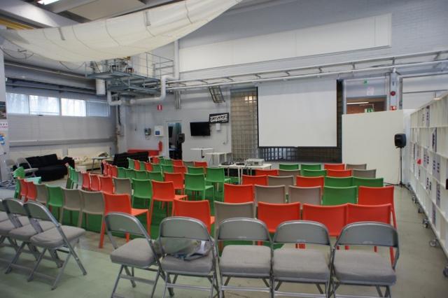Aalto Universitāte - garāžas konferenču zāle
