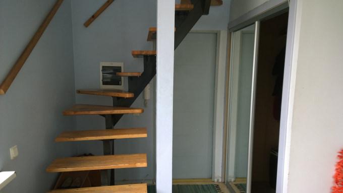 Virtuve, kāpnes
